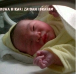 Bayi laki-laki ini lahir tepat di hari Ibu Kamis (22/12/2011) pagi di Rumah Sakit Pondok Indah.